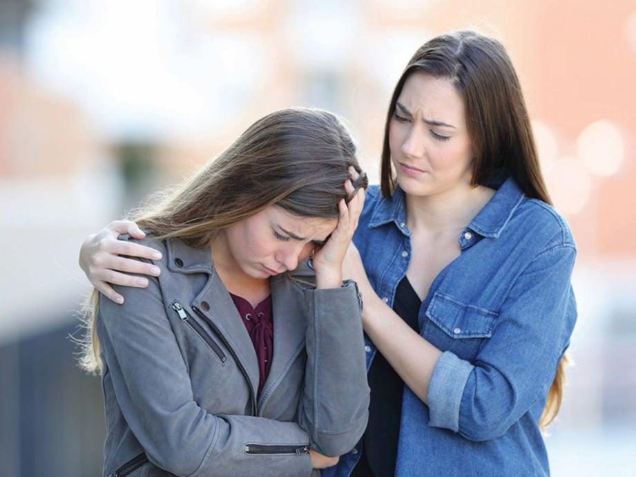 BERKONGSI masalah dengan rakan masalah bagi mengurangkan tekanan.