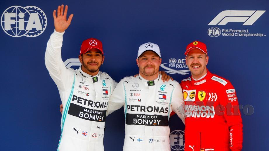 Bottas (tengah) bersama Hamilton (kiri) dan Vettel (kanan) selepas sesi kelayakan pada GP China. FOTO EPA
