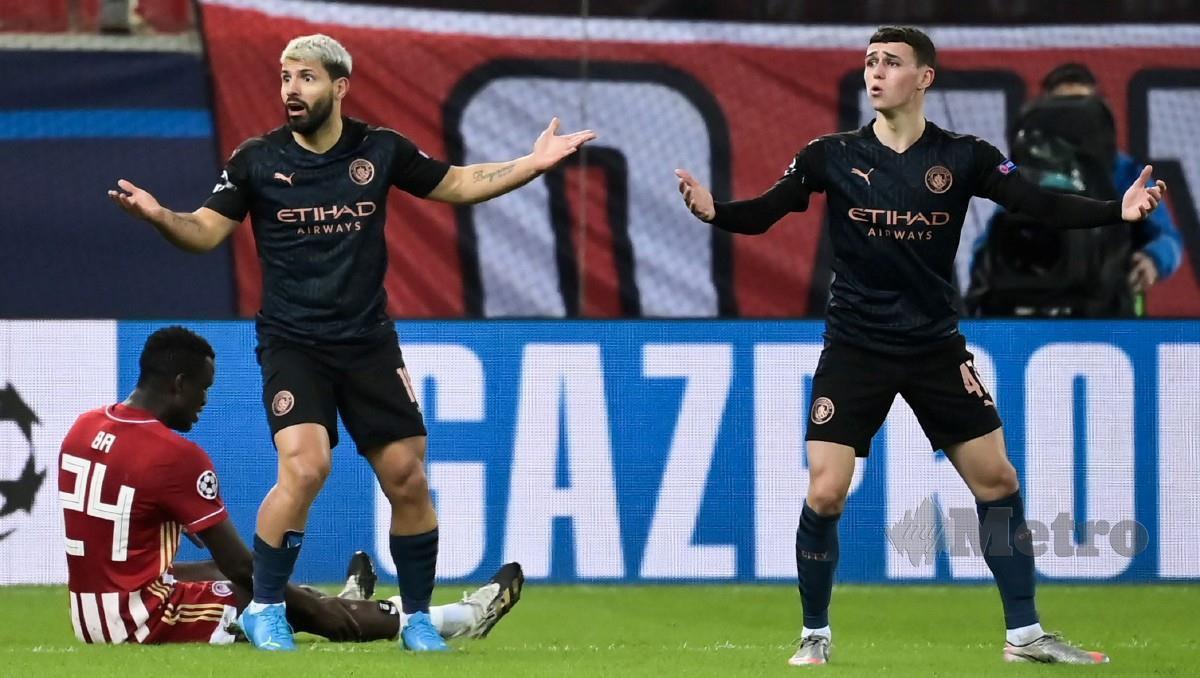 AGUERO (dua dari kiri) masuk sebagai pemain gantian dalam aksi Liga Juara-Juara menentang Olympiakos. FOTO AFP