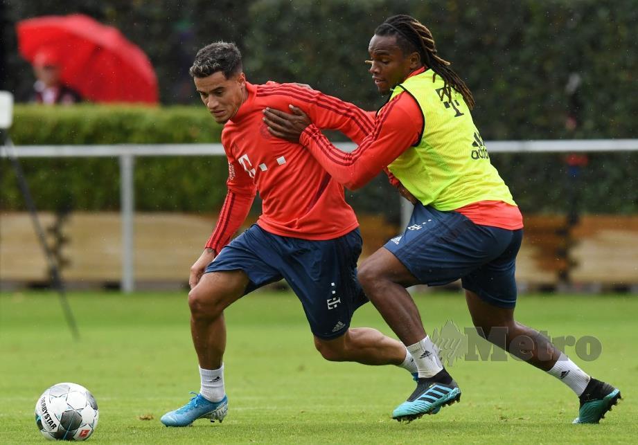 COUTINHO (kiri) berlatih bersama Renato Sanches di Munich, Selasa lalu. - FOTO AFP