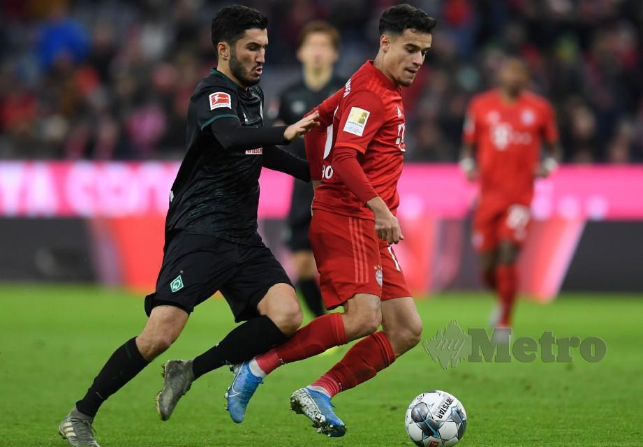 Coutinho (kanan) meledak hatrik dalam saingan Bundesliga Jerman berdepan Bremen. FOTO AFP