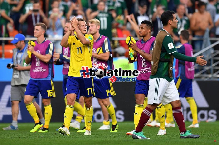PEMAIN Sweden meraikan kejayaan mara ke pusingan kalah mati selepas menewaskan Mexico 3-0 pada aksi terakhir peKumpulan F di Stadium Ekaterinburg. FOTO AFP
