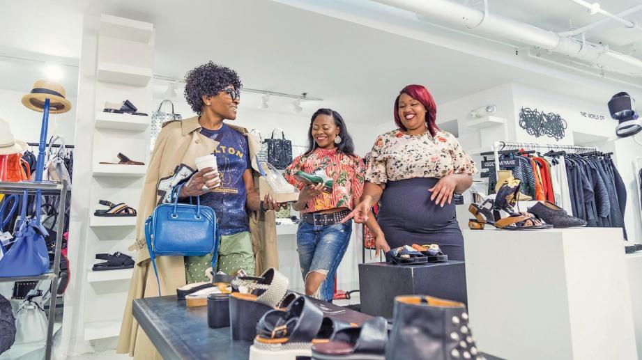 BIJAK berbelanja pakaian mengikut kemampuan dan bukan untuk mengujakan khalayak kerana ia sesuatu yang merugikan.