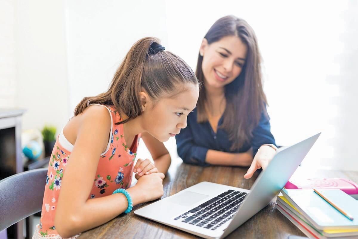 TERDAPAT pelbagai jenis aplikasi mudah alih yang ditawarkan menerusi platform muat turun maya di App Store dan Google Play untuk faedah kanak-kanak.