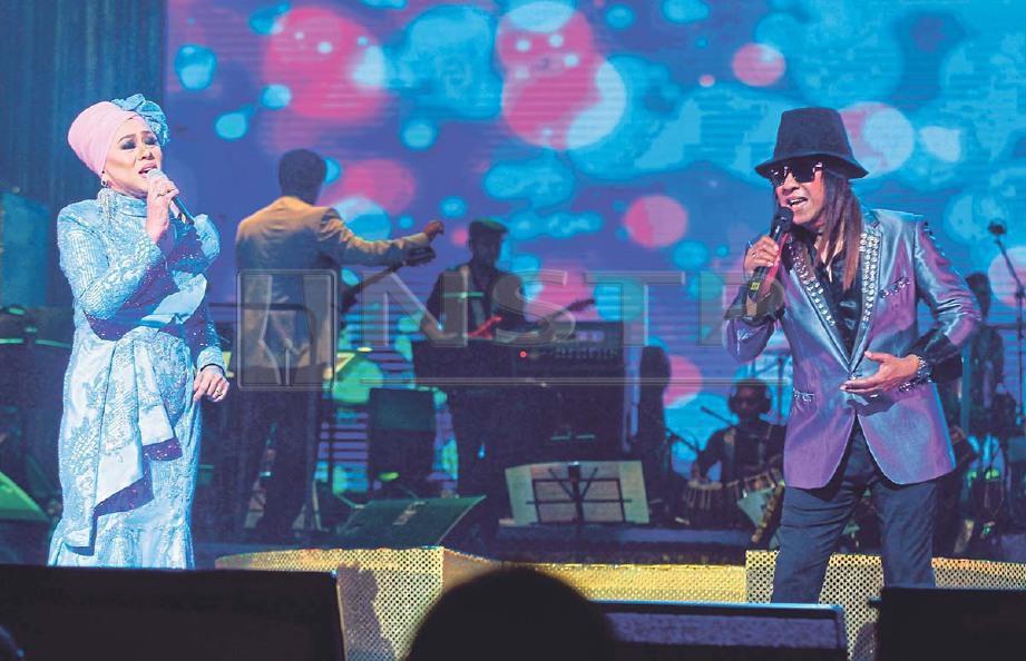 JAY JAY dan Dayangku Intan menyanyikan lagu Kita Insan Biasa. FOTO Saddam Yusoff
