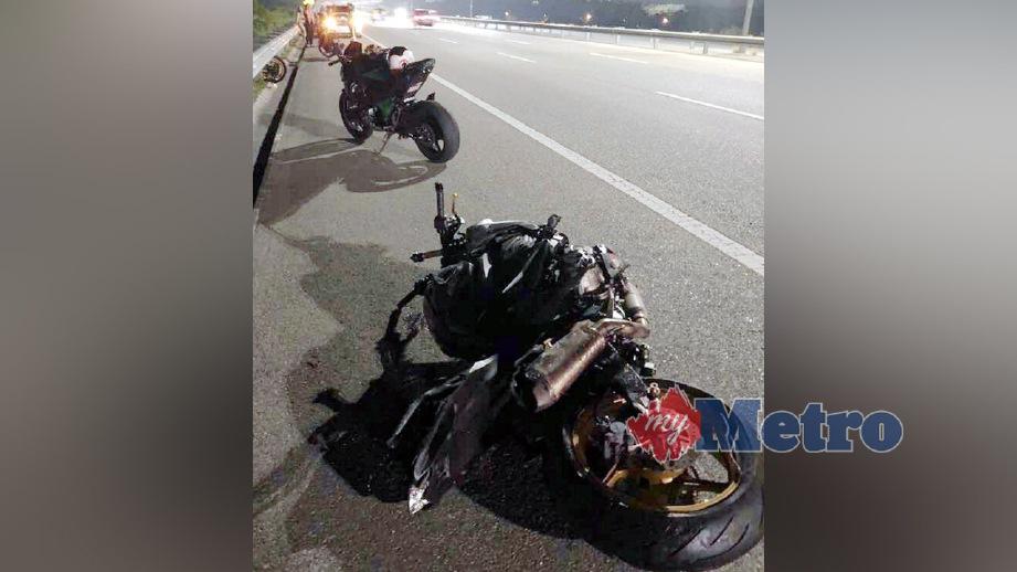 KEADAAN motosikal berkuasa tinggi selepas kemalangan di Lebuhraya Kajang Seremban (LEKAS). FOTO ihsan pembaca