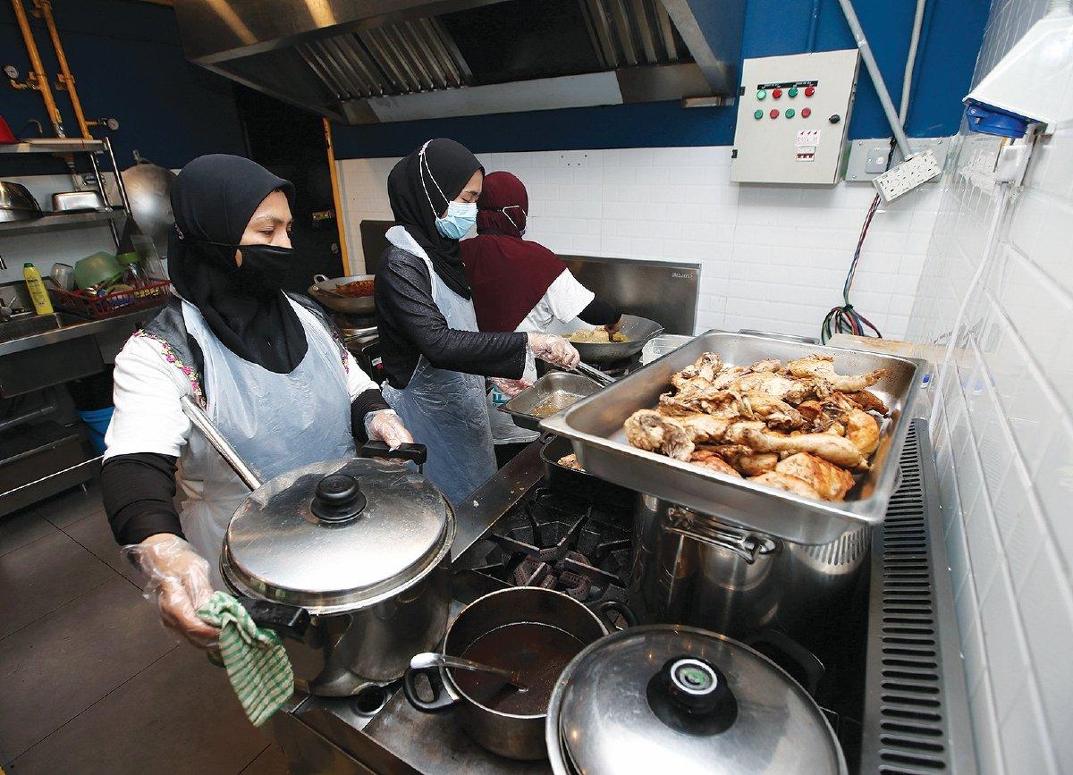 KEMUDAHAN yang selesa di dalam dapur komuniti dapat tingkatkan pengeluaran usahawan kecil.