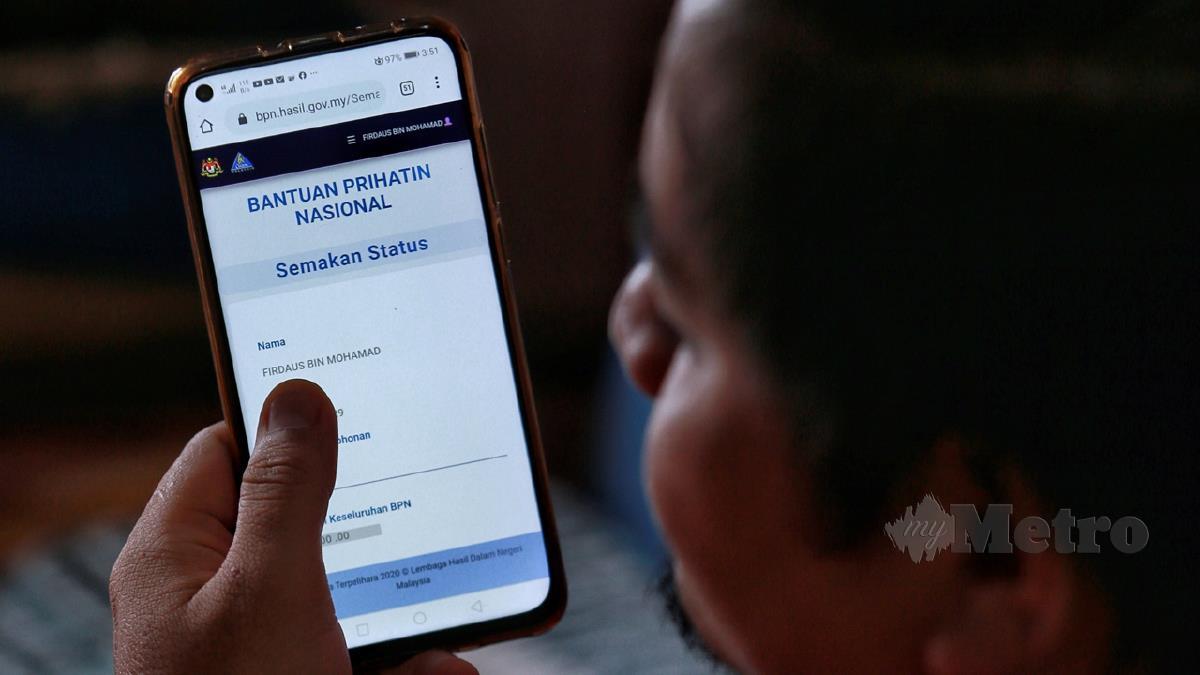 KUALA LUMPUR 09 MEI 2020. Firdaus Mohamad, 37 membuat permohonan baharu rayuan melalui aplikasi Bantuan Prihatin Nasional (BPN) diluluskan. NSTP/ASWADI ALIAS.