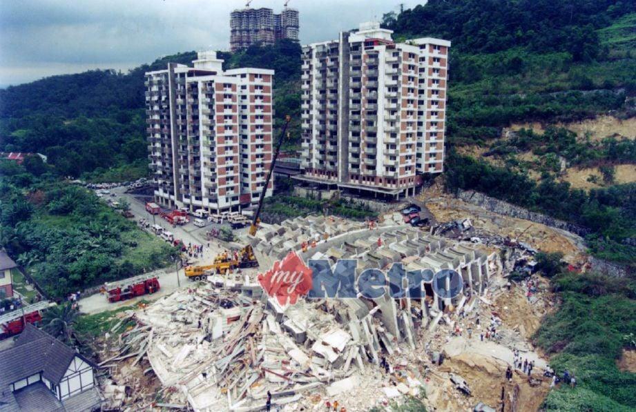 RUNTUHAN Highland Towers pada 1993. Foto ARKIB NSTP
