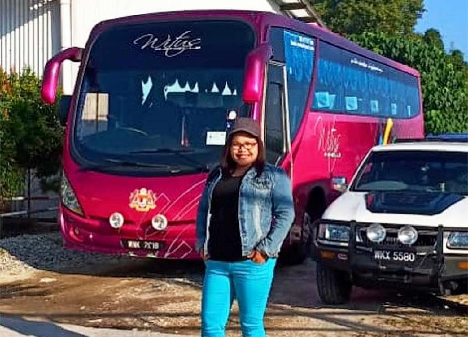 SHIELLA di hadapan bas persiaran miliknya.