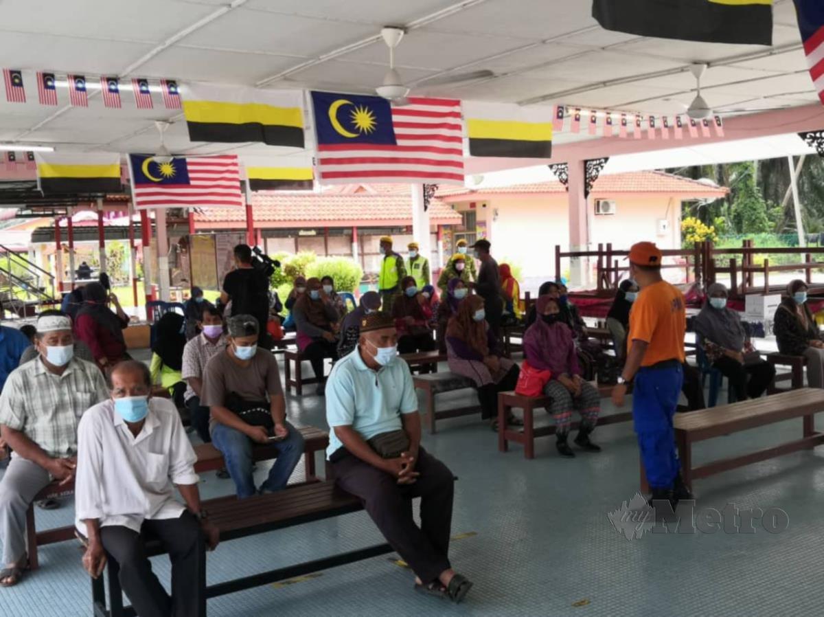 Mangsa yang masih ditempatkan di Pusat Pemindahan Sementara (PPS) di Sekolah Kebangsaan (SK) Parit Hj Aman di Daerah Kerian. FOTO IHSAN APM PERAK