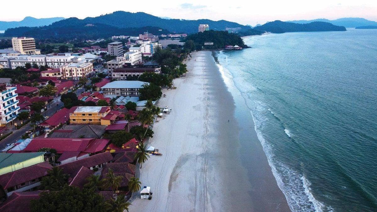 SEPI keadaan sekitar kawasan tumpuan pelancong, Pantai Cenang ketika PKP sebelum ini.