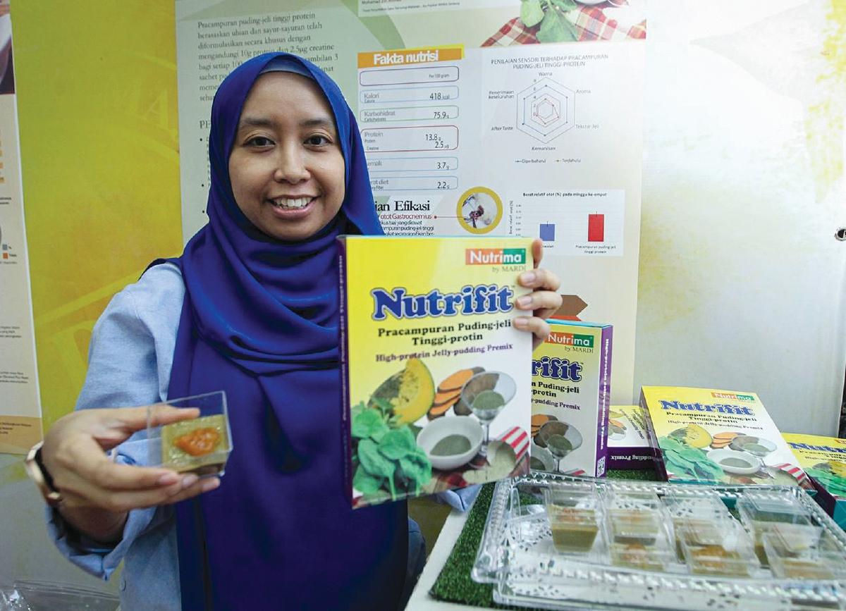 DR Khairunizah Hazila Khalid menghasilkan makanan fungsi pracampuran puding jeli tinggi protein.