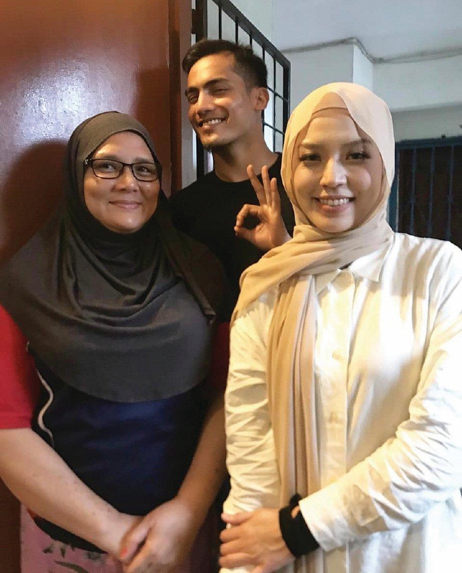 NIEZAM ketika bertemu keluarga Nonny di Kota Kinabalu.