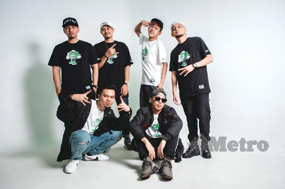 GABUNGAN enam penyanyi rap (berdiri dari kiri): Kmy Kmo, Siqma, YonnyBoii, Luca Sickta, (duduk dari kiri)  B-Heart dan Benzooloo.