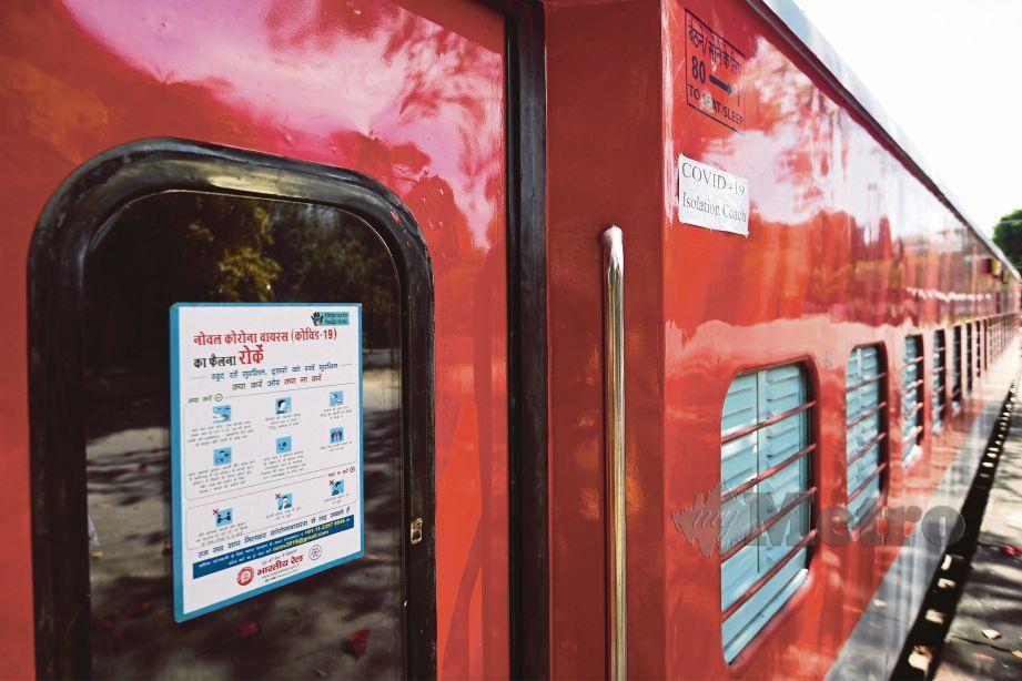 GERABAK kereta api di India dijadikan sebagai wad isolasi bagi pesakit Covid-19 di New Delhi. FOTO AFP