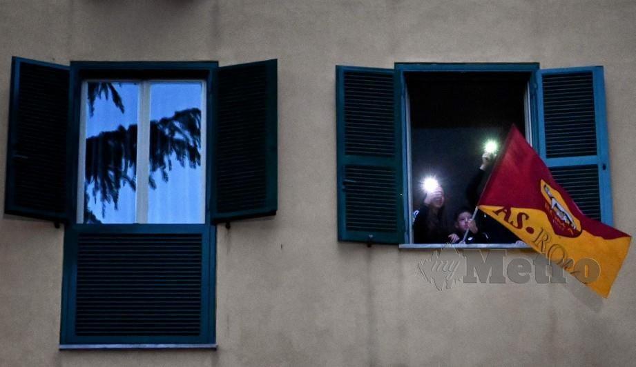AS Roma rela berkorban. FOTO AFP