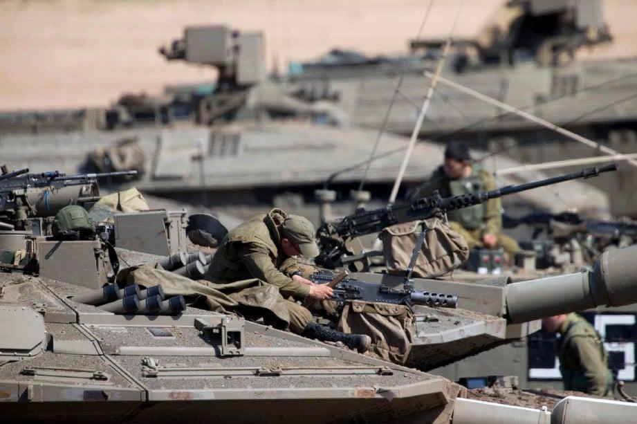 TENTERA Israel yang menyalahkan Hamas melakukan serangan balas yang mencederakan lima orang Palestin. FOTO Agensi