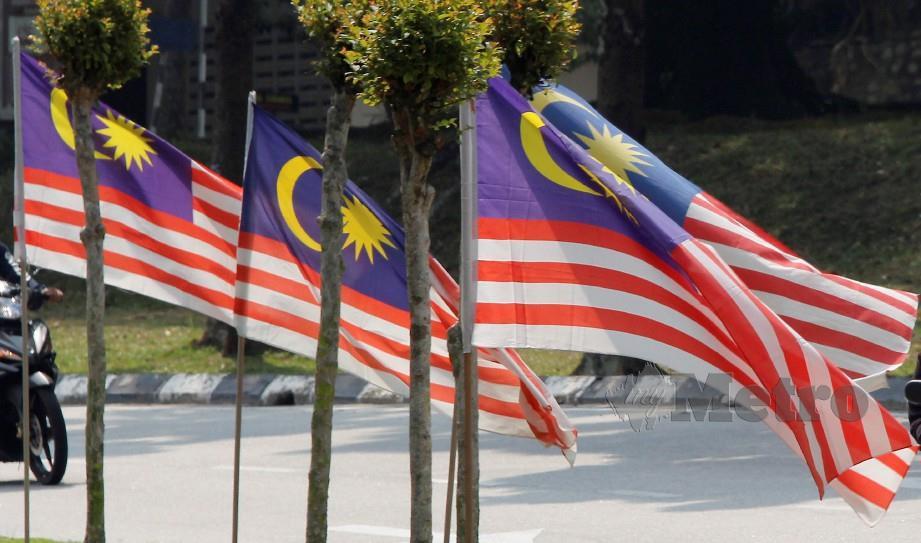 KUALA LUMPUR 18 OGOS 2019. Jalur Gemilang dipasang di jalan Lengkungan Budi, Universiti Malaya menjelang sambutan Hari Kemerdekaan ke 62 pada 31 Ogos ini. NSTP/MUSTAFFA KAMAL.