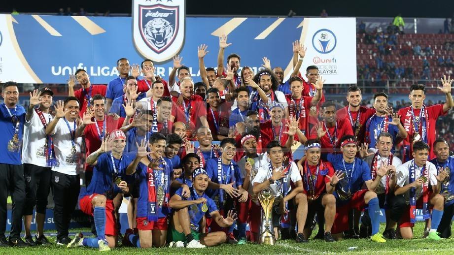 Pemain JDT meraikan kejuaraan Liga Super Malaysia 2018 lima tahun berturut-turut di Stadium Tan Sri Dato Haji Hassan Yunos Larkin Johor Bahru.FOTO MOHD AZREN JAMALUDIN