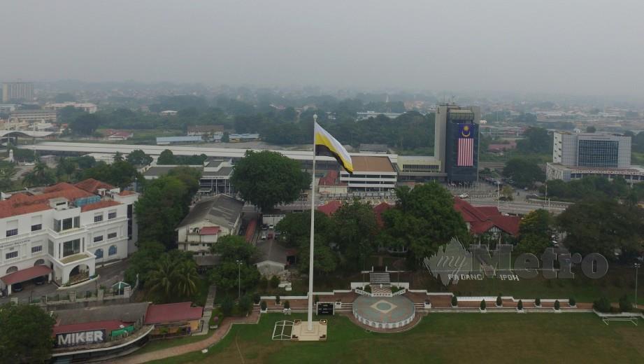TINJAUAN jerebu di bandaraya Ipoh yang mencatatkan Indeks Pencemaran Udara tidak sihat dengan bacaan 104 pada Selasa lalu. FOTO Effendy Rashid