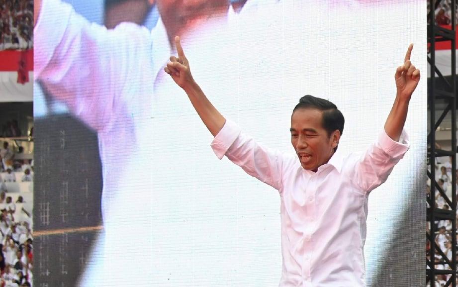 JOKOWI berjaya mengekalkan jawatan itu untuk penggal kedua selepas selepas menewaskan pencabarnya, Prabowo Subianto. FOTO AFP