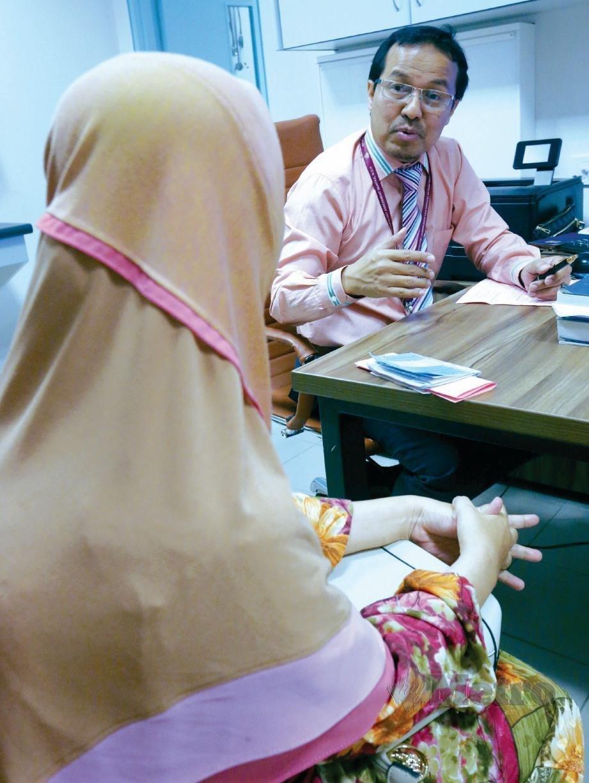 DR Imi Sairi bertemu pesakit kanser payudara.