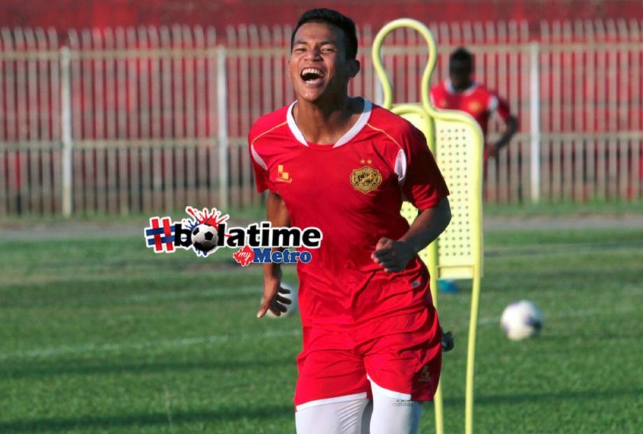 PEMAIN pertahanan kanan Kelantan, Nik Shahrul Abdul Halim akan kekal bersama pasukan. FOTO Syamsi Suhaimi