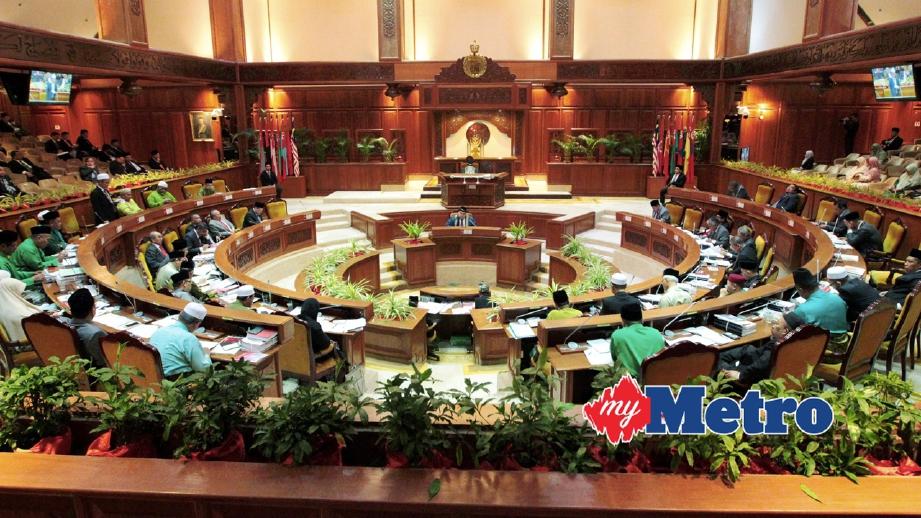 AHLI Dewan Undangan Negeri (ADUN) Kelantan berbahas mengenai Belanjawan Kelantan 2018 pada Persidangan Dewan Undangan Negeri (DUN) 2017, semalam. FOTO Syamsi Suhaimi