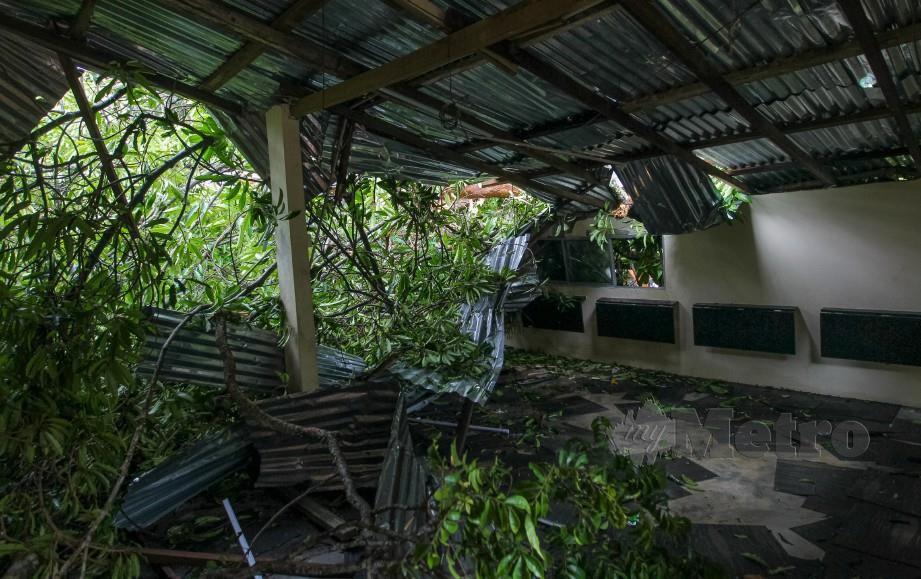 GOMBAK 29 MAC 2019. Keadaan Pusat Penempatan Asnaf Raudhah, Kampung Gombak Utara Batu 11 yang rosak teruk selepas kejadian ribut semalam. -Foto ASYRAF HAMZAH