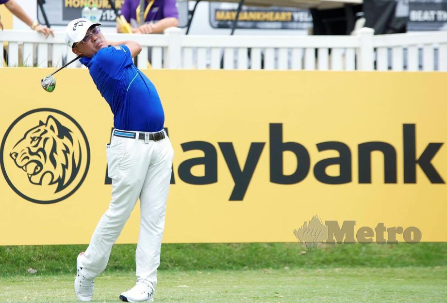 Aksi Nicholas Fung di Kejohanan Golf Maybank di Saujana Golf & Country Club. FOTO Syarafiq Abd Samad.
