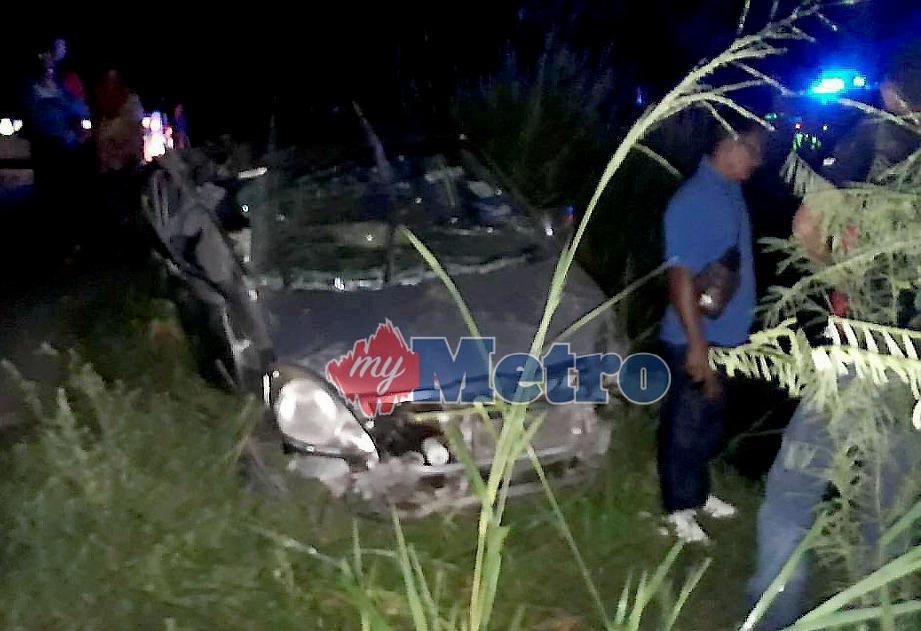 KEADAAN kereta mamgsa yang remuk dalam kemalangan di Kilometer 49.8 Jalan Kota Bharu-Kuala Krai dekat Kampung Batu 30. FOTO Ihsan Pembaca