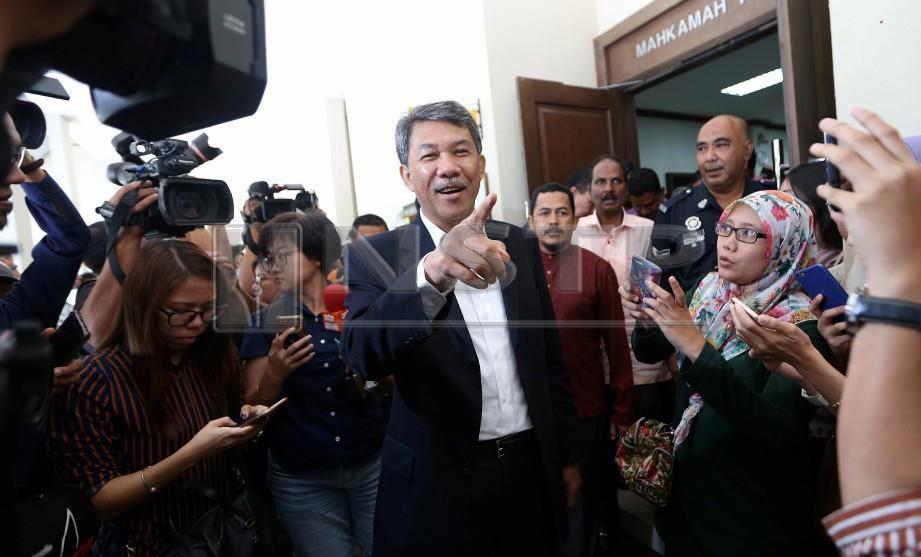 TIMBALAN Presiden UMNO, Datuk Seri Mohamad Hasan ketika keluar dari perkarangan Mahkamah Tinggi Seremban. FOTO Hazreen Mohamad