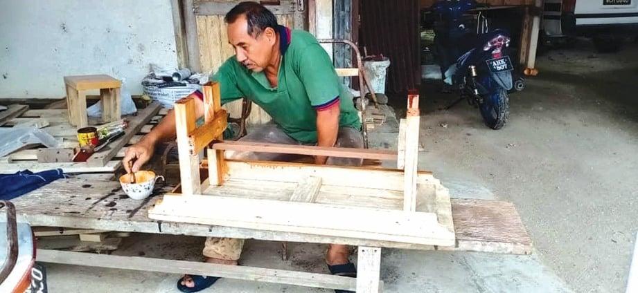 KERJA seperti mengilatkan kayu seharusnya dilakukan ketika cuaca panas.