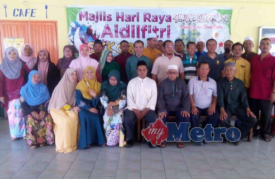 SEBAHAGIAN 35 bekas pelajar Sekolah Kebangsaan (SK) Kampung Chap, Bachok yang hadir ketika majlis silaturahim selepas terpisah lebih 35 tahun. Foto NSTP/IHSAN SK KAMPUNG CHAP