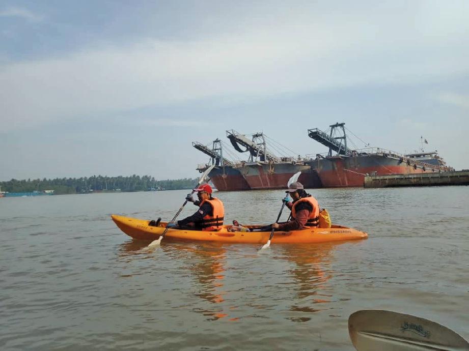 MELAWAN arus di Jeti Kuala Besar. FOTO Muhamaad Razis Ismail & Mohd Fakri Awang Lah