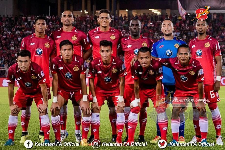 Bruno Lopez (belakang dua dari kiri) ketika beraksi bersama Kelantan. FOTO Kelantan FA