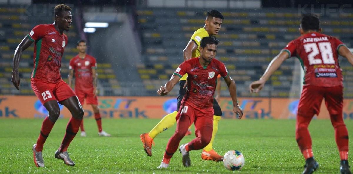 ALFUSAINEY (kiri) antara tonggak import Kelantan United musim lalu. FOTO Ihsan Kelantan United FC
