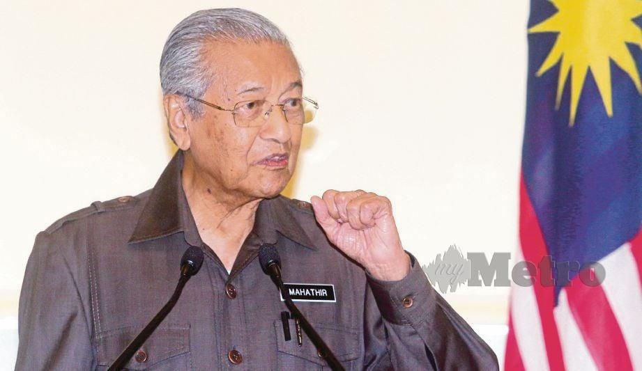 DR Mahathir ketika sidang media mengenai ECRL di Putrajaya, hari ini. FOTO Mohd Fadli Hamzah.