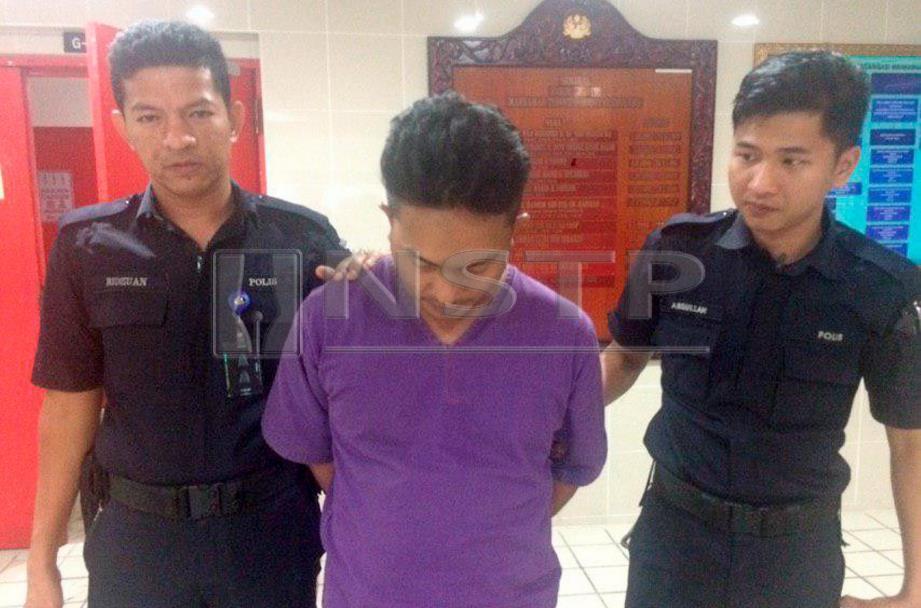 AZMAN mengaku tidak bersalah di Mahkamah Majistret Kuala Terengganu, hari ini atas pertuduhan melakukan pecah rumah dengan melarikan pelbagai barangan berharga termasuk barangan kemas bernilai RM20,000. FOTO Zatul Iffah Zolkiply.