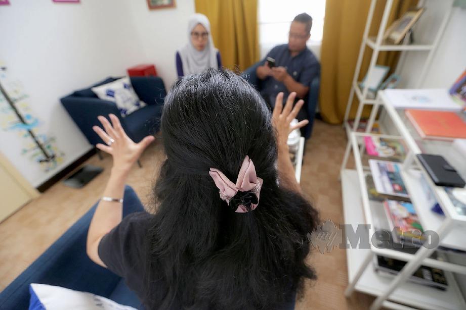 JANE menceritakan kisahnya ditipu bekas suami kepada wartawan. FOTO Aswadi Alias
