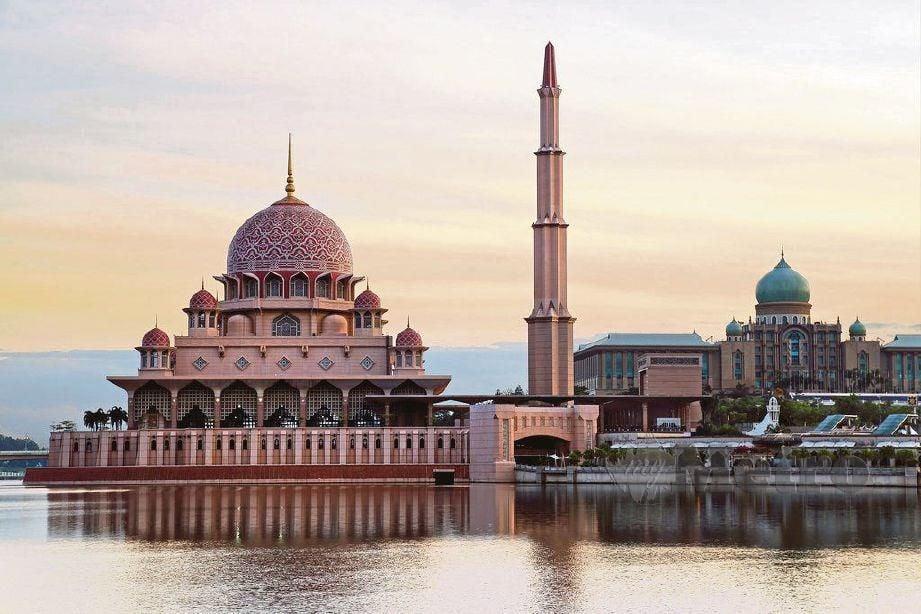 Setelah teruk dihentam orang ramai, Masjid Putra akhirnya mohon maaf