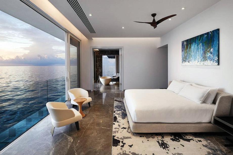 TETAMU boleh rasa seakan-akan sebahagian daripada lautan di bilik ini.