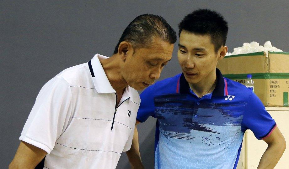 MISBUN Sidek (kiri) dan Lee Chong Wei.
