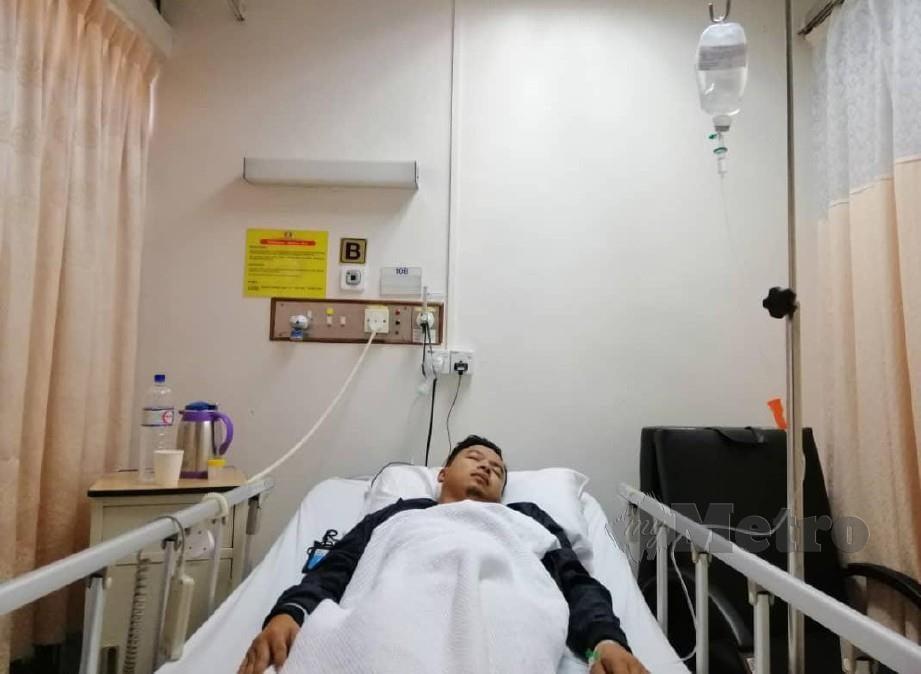 Mohd Azren menerima rawatan di hospital sejak kelmarin selepas dipercayai terjejas kerana terdedah pencemaran udara Pasir Gudang. Foto Hairul Anuar Rahim