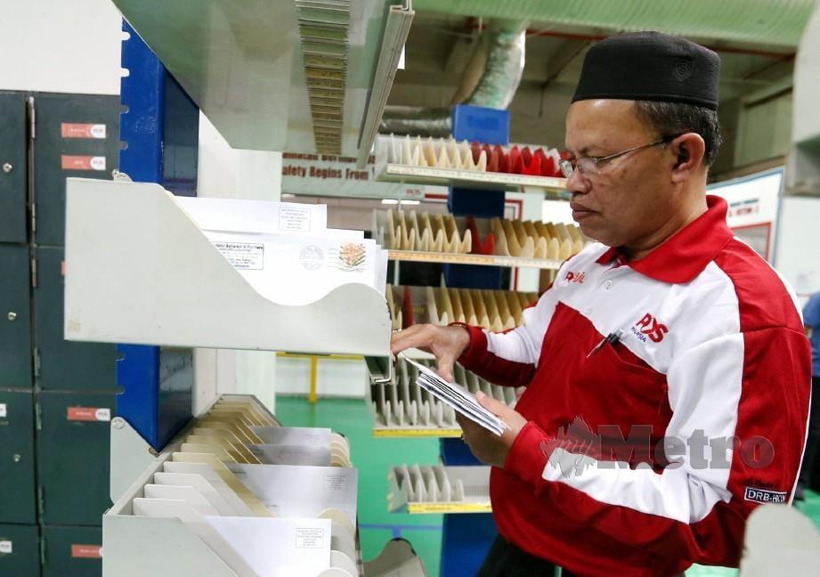 MOHD Termizi ketika ditemui di Ibu Pejabat Pos Malaysia Daya Bumi. FOTO Zunnur Al Shafiq