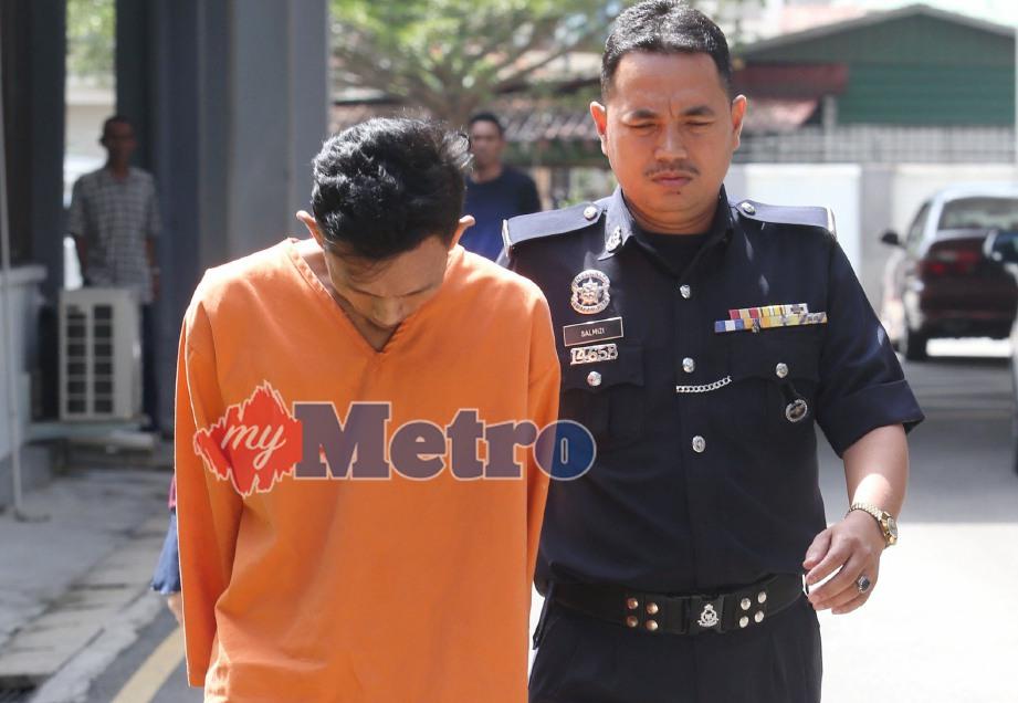 SEORANG penganggur dihadapkan di Mahkamah Sesyen terhadap tuduhan merogol teman wanitanya berusia 15 tahun 10 bulan di sebuah rumah di Kampung Pantai Mek Mas pada 7 Mei 2018. FOTO Zaman Huri Isa