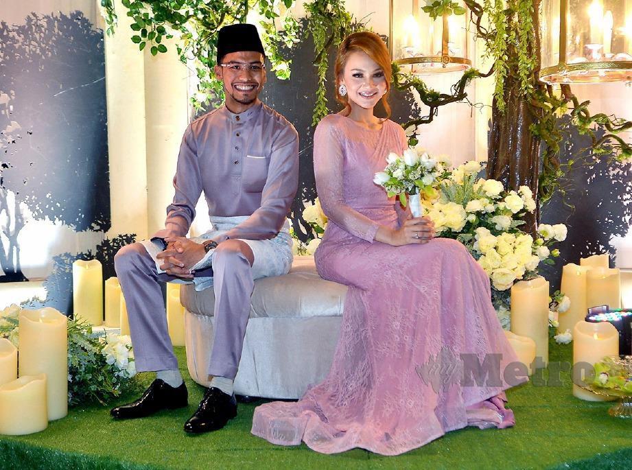 NADIA dan Mu'izz pada majlis pertunangan mereka yang dilangsungkan Mei lalu. FOTO Faiz Anuar