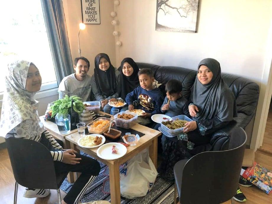 PASANGAN Hairi dan Norliha bersama anak-anak mereka di Norway.