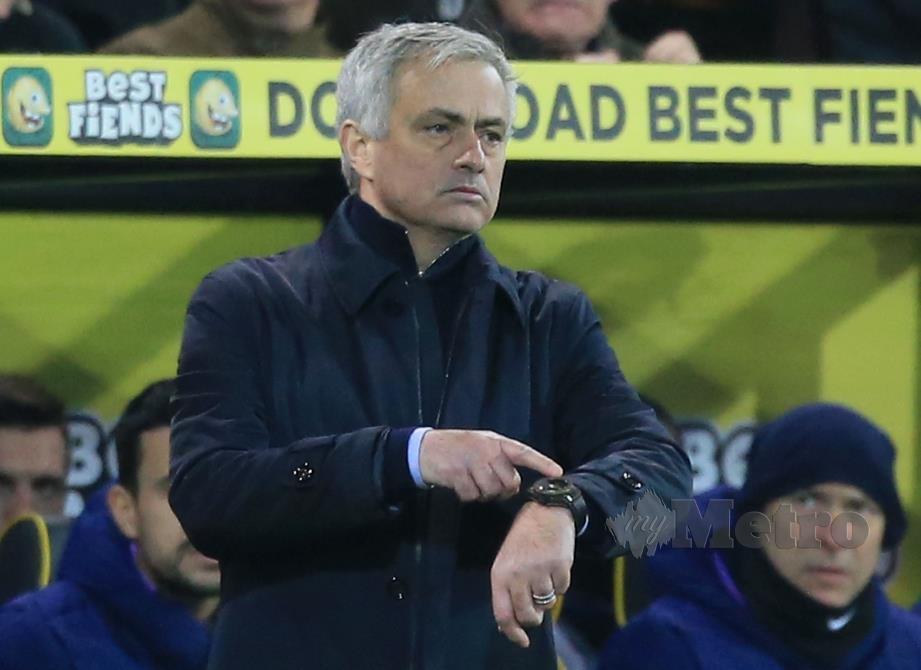 Aksi Jurulatih Tottenham Hotspur, Jose Mourinho ketika perlawanan berdepan Norwich baru-baru ini. FOTO AFP
